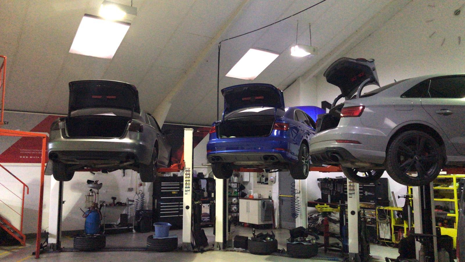 as usual - full house- busy replacing gearboxes for a range of audi models